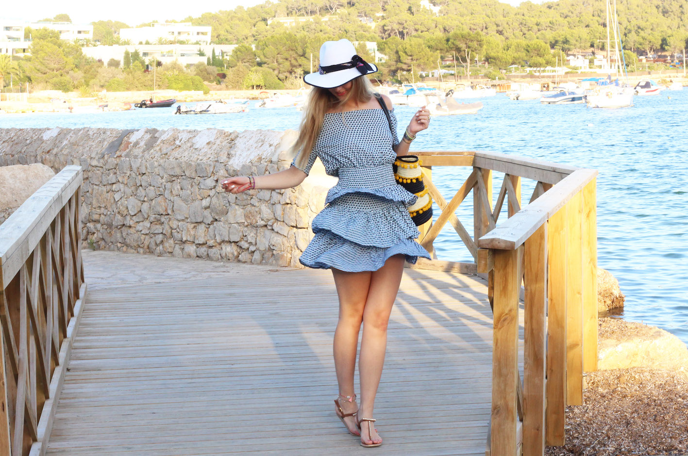HOW TO TRANSFORM YOUR BEACH DRESS INTO A CITY LOOK