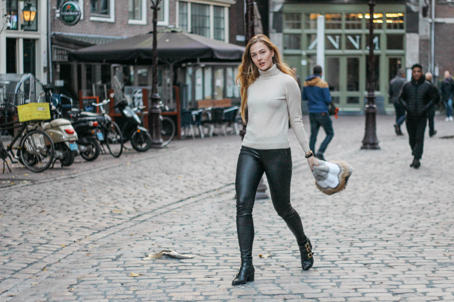 Floortjeloves, eyes on misha, Massimo dutti, dkny, dkny smart watch, smart watch, Paul green, y.a.s, leather leggings, cashmere sweater, turtleneck, fur bag