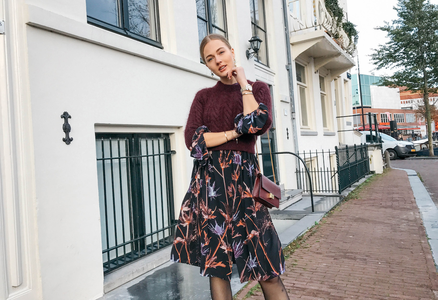 CROPPED SWEATER AND FLORALS
