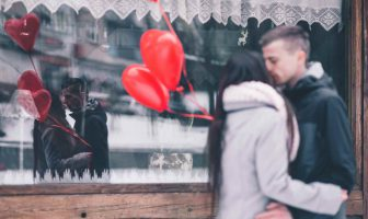 Dating guide: Can you date in the december holiday season?
