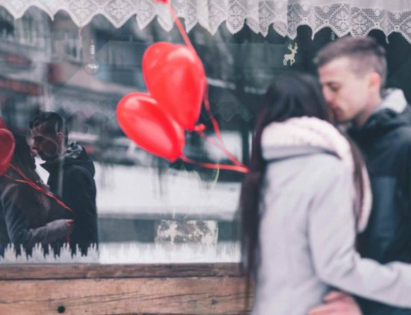 THE DATING GUIDE: IN LOVE DURING THE HOLIDAYS